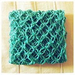 Bufanda a crochet / crochet scarf. (~ tilde ~) Tags: square crochet squareformat loveknot iphoneography crochetlove puntosalomon instagramapp uploaded:by=instagram
