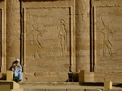 "Templo de Edfu • <a style=""font-size:0.8em;"" href=""http://www.flickr.com/photos/92957341@N07/8536205363/"" target=""_blank"">View on Flickr</a>"