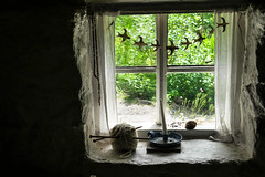 Ironbridge (Mark Dickens) Tags: ironbridge blistshillvictoriantown window windowsill candlestick ballofwool cottage