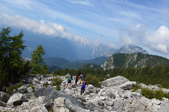 si sale piano piano (Tabboz) Tags: montagna dolomiti sentieri cima vetta trekking boschi mugo rifugio panorama valle roccia nuvole