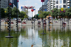 Whimsical sculptures in the bassin, La Defense (Monceau) Tags: ladfense bassin pool sculptures quirky reflections grandearche
