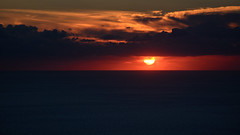 Cloudy Sunset (kuhnmi) Tags: sun sunset sonne sonnenuntergang evening eveningsun abendsonne clouds cloudy wolken bewlkt sky himmel rot dunkel dark red romantic romantisch romance romantik love liebe kitschig sicily sizilien italy italien italia sea meer mittelmeer mediterraneansea stromboli aeolianislands liparischeinseln olischeinseln