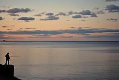Las e s t r e l l a s (* Pupilas Lejanas *) Tags: atardecer sunset puestadesol losatardeceresareback cielo sky river rio costanera buenosaires argentina silueta contraluz pescador lahoramagica