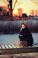 Naomi (Reografie) Tags: wood winter girls portrait woman snow cute water girl beauty frozen shoot outdoor sneeuw portret bos beautifull slee steiger waterkant strobist outdoorshoot exellentphotos nibbie reografie sneeuwfoto modelinsneeuw