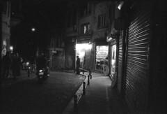 Istanbul XXXVII (__Daniele__) Tags: leica monochrome turkey blackwhite kodak trix rangefinder istanbul turquie trkei analogue expired schwarzweiss m6 beyolu istamboul