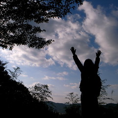 victory dance (troutfactory) Tags: silhouette japan digital square friend hiking koyasan  kansai wakayama   mountkoya handsintheair  ricohgrd2 victorystance atthetopofthetrail