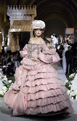 HAUTE COUTURE AUTOMNE HIVER 2008 (lulu_waiganton) Tags: mode fashion defile fashionshow highfashionshow paris france petticoats vestido dresses