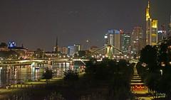 Frankfurt am Main (Christa Oppenheimer) Tags: frankfurt main nizza westhafen nachtaufnahme langzeitbelichtung fluss nachtlichter skyline eisernersteg abendstimmung