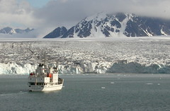 spitsbergen cruising (The Travelling Naturalist) Tags: snow ice iceage arctic glaciers spitsbergen arcticwildlife arcticscenery expeditioncruising