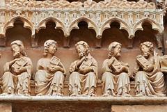 Sasamón (Burgos). Iglesia de Santa María la Real. Portada. Detalle (santi abella) Tags: burgos gótico sasamón