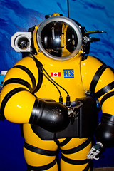 CU439 Deep Sea Diving Suit (listentoreason) Tags: usa color philadelphia yellow america canon unitedstates pennsylvania favorites places pennslanding ef28135mmf3556isusm score30 independenceseaportmuseum philadelphiamaritimemuseum