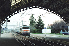 Pilgrimage train @ Lannemezan (Scan) (Wesley van Drongelen) Tags: train zug nez trein lourdes uci sncf cass plerinage bb7200 plerins couchettes lannemezan pilgerzug