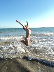 Pulos de vero (tristanismary) Tags: light sea woman sun luz sol praia beach water gua brasil mar day body mulher joy wave dia salto alegria leveza pulo corpo hapiness onda serrambi flickrandroidapp:filter=none