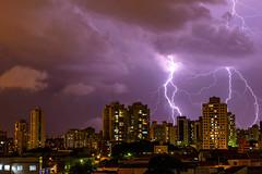 Foto do dia:24/02/13 (vitorgroba) Tags: city cidade rain raios nikon chuva thunderstorm nikkor2470mm d800e