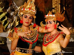 Legong Dancers - Bali, Indonesia (My Planet Experience) Tags: voyage trip travel bali canon indonesia temple photo dance asia southeastasia photos pics indian traditional picture dancer characters asie pura indonesien ubud tourisme legong barong les kecak ramayana stockphotography indonsia  hindou indonsie prahu rupiah mahabharat  balinesedance  asiesudest     wwwmyplanetexperiencecom indonsian myplanetexperience