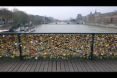 Ponts des Arts, Paris (chogokinjawa) Tags: bridge paris france cadenas padlocks pontdesarts seineriver laseine january2013 winter2013 fujifilmx10 fujix10 hiver2013 janvier2013