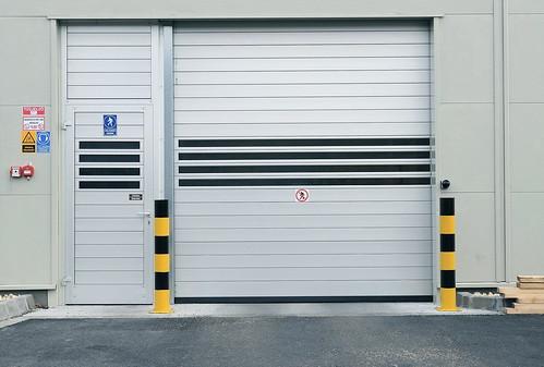 Швидкs ворота SST Efaflex з дверима