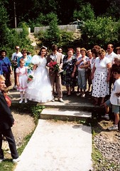 056_UkrnEskv_1992 (emzepe) Tags: family wedding village married marriage ukraine just 1992 ukrainian hochzeit csald kirnduls ukraina eskv  nyr falu oblast  ukrayina jlius ukrajna krptalja jaremcze regiunea hzassg zakarpatska zakarpattia   ukrn  subcarpatia  szervezett krptaljai jaremcse jaremcsa jeremcse