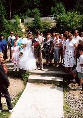 056_UkrnEskv_1992 (emzepe) Tags: family wedding village married marriage ukraine just 1992 ukrainian hochzeit csald kirnduls ukraina eskv  nyr falu oblast  ukrayina jlius ukrajna krptalja jaremcze regiunea hzassg zakarpatska zakarpattia   ukrn  subcarpatia  szervezett krptaljai jaremcse jaremcsa jeremcse