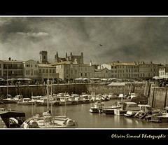 R (Olivier Simard Photographie) Tags: sky france texture port landscape island soleil boat harbour ciel larochelle bateau fortifications glise r voilier vauban ocan leder charentemaritime ocanatlantique saintmartinenr nikond90 patrimoinemondialdelunesco bassinflot mygearandme photographyforrecreation photographyforrecreationeliteclub oliviersimardphotographie