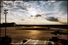 Flughafen Tegel (Krueger_Martin) Tags: flugzeug airplane flughafen airport tegel flughafentegel berlin blau blue gelb yellow sonne sun wolken clouds sky hdr photomatix city urban stadt canoneos5dmarkii canoneos5dmark2 canonef24mmf14lii 24mm weitwinkel wideangle festbrennweite primelense colorful bunt farbig