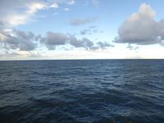 Golfo di Napoli (bogdan_de_varsovie) Tags: europa europe wochy italia italy morze sea golfodinapoli woda water wyspa island horyzont horizon slyline niebo sky chmury clouds outdoor cloud chmura