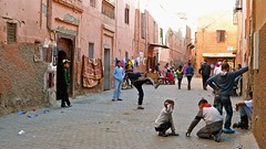 "Una tarde de juego, Marrakech • <a style=""font-size:0.8em;"" href=""http://www.flickr.com/photos/92957341@N07/8457675307/"" target=""_blank"">View on Flickr</a>"