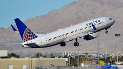 UNITED AIRLINES / N78524 (tom x wang) Tags: airplane airport nikon lasvegas aviation airlines mccarran