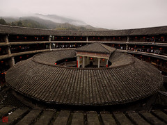 Der Morgen erwacht  (sring77) Tags: china nebel  berge  morgen tulou   zhenchenglou
