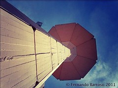 Torre plaza del sol (Fernando Barroso) Tags: tower yellow torre amarillo tall alto plazadelsol contrapicado againstchopped streamzoo