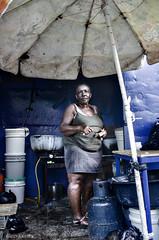 Cocinera en un mercado de Santo Domingo (Repblica Dominicana) (dleiva) Tags: santo domingo cocinera mercado retrato street photography fotografia de calle dleiva leiva