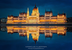 Parlament Budapest (Marcus Klepper - Berliner1017) Tags: budapest hungary parlament reflection donau blauestunde architektur ungarn nikon hungarn europe night nacht reise stadt city sehenswrdigkeit landmark fluss balkan dmmerung bluehour wolken clouds