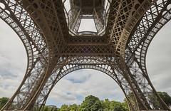 Torre Eiffel 10 (CarlosJ.R) Tags: eiffel francia pars torre torreeiffel