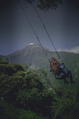 Baos, Cotopaxi 210 (mkaty9828) Tags: montaa volcan mujer columpio effecto film vaco verde campo hierba paz tranquilidad hermoso paisaje casa madera turistico