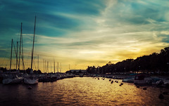 Helsinki - Very long sunset! (beatdietsch) Tags: helsini finland sunset harbor ocean water yellow color colors