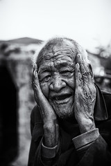 The forgotten storyteller~ Shangrila~ Yi ethnic minority (~mimo~) Tags: asia china mimokhairphotography minority mountain photography shangrila tibet tibetan yunnan man portrait old hands face smile wrinkles yi