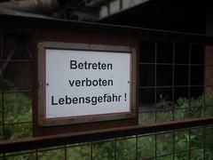 Betreten verboten (WrldVoyagr) Tags: duisburg blastfurnace deutschland lumix landschaftsparknord gx7 panasonic 500px hochofen sign germany photowalk fence nordrheinwestfalen de