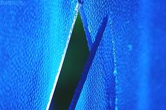 El azul y el vidrio (Pedreishon) Tags: arte azul caracas bello campo terraza twitter pedreishon fotografa foto fotografas firma filtro flickr fotos facebook fotografias ligthroom latinoamerica luz venezuela vidrio profesionales photoscape colores chacao color altamira a58 sony saturacin triangulo