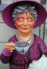 Alles in Form (niedersachsenfoto) Tags: lady dresden kaffee frau dame figur eyecatcher gastronomie kaffeepause hingucker niedersachsenfoto