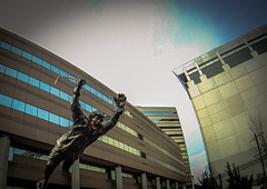 "the statue of Bruins legend Bobby Orr flying ""The Goal"" (jcnikon) Tags: nhl bostonbruins bobbyorr nationalhockeyleague winnipegjets tdgarden goprohero bruinsbanners stanleycup2011banners nhllockoutisover"