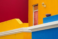 Bo-Kaap quiz (5ERG10) Tags: africa street pink blue houses windows summer orange white green lamp sergio yellow wall architecture southafrica daylight gate holidays warm december pattern colours purple bright zoom geometry perspective vivid sunny capetown telephoto porch walls lantern colourful neighbourhood slaves signalhill vagrant township quiz compressed trompe kaapstad uplifting freed sudafrica bokaap malayquarter loeuil chiappini cittadelcapo amiti 5erg10