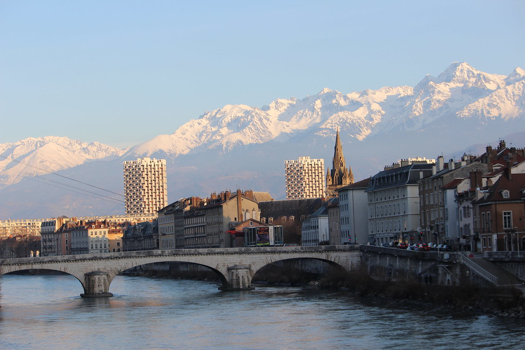 The world 39 s best photos of grenoble and tours flickr for Cash piscine sollies pont