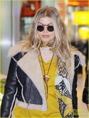 FFN_IMAGE_51017855|FFN_SET_60060489 (BlackEyedPeasPhotos) Tags: london sunglasses airport unitedkingdom blondehair fergie yellowshirt blackleatherjacket blackhandbag blackleatherpants