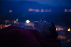 Ella le ríe al miedo (thisisforlovers) Tags: city red sky españa valencia girl azul photography 50mm luces hoodie spain rojo chica bokeh ciudad cielo desenfoque citylights nikkor f18 montaña cullera hardcandy sudadera