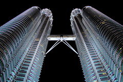 Famous twins (PeterCH51) Tags: light night skyscrapers petronas towers twin malaysia twintowers kualalumpur petronastowers petronastwintowers highrisebuildings césarpelli mywinners peterch51 flickrtravelaward
