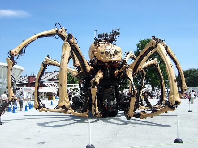 「ラ・マシン」の高さ12mの巨大クモはなかなかの迫力|