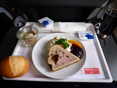 P1140258 (taigatrommelchen) Tags: food airplane inflight swiss meals business snack avrorj100 swr swu hbixu flyingmeals lx1072 20130104 zrhfra