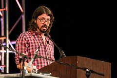 The name is Grohl. With an H. Professor Dave is fine too. (3FM) Tags: music rock glasses foto ben muziek spectacles foofighters keynote foureyes davegrohl keynotespeaker 3fm houdijk fotobenhoudijk