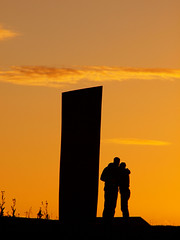 Young couple (ccgd) Tags: scotland cromarty firth sunset emigration stone oil rigs
