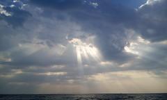#light#shine#sky#sea (Redhead J) Tags: sea light shine sky